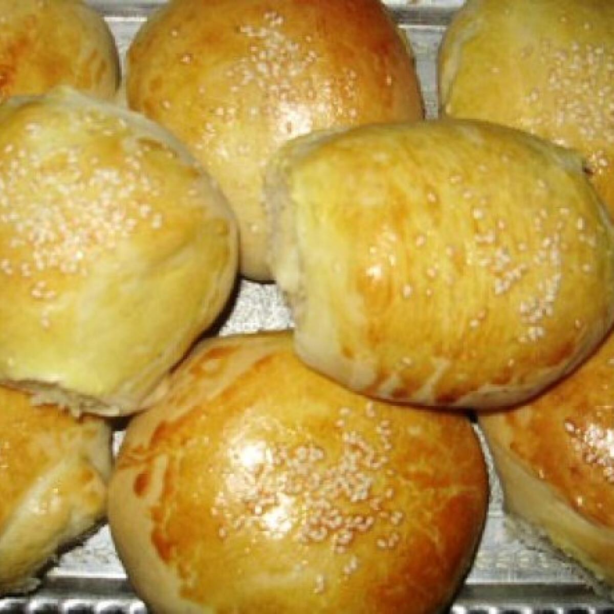 Ezen a képen: Szezámmagos hamburger zsemlék Encitől