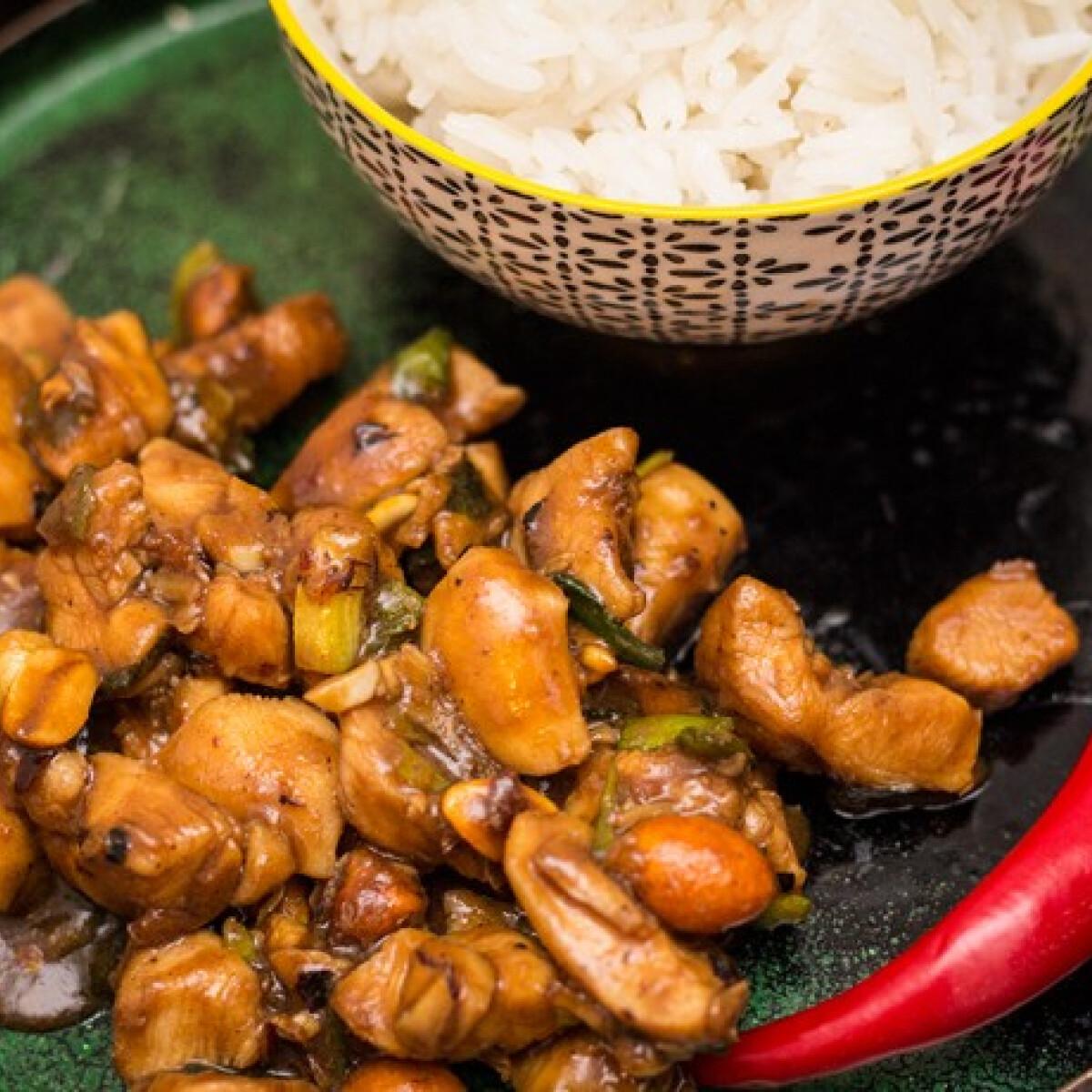 Ezen a képen: Gong Bao csirke Coook konyhájából
