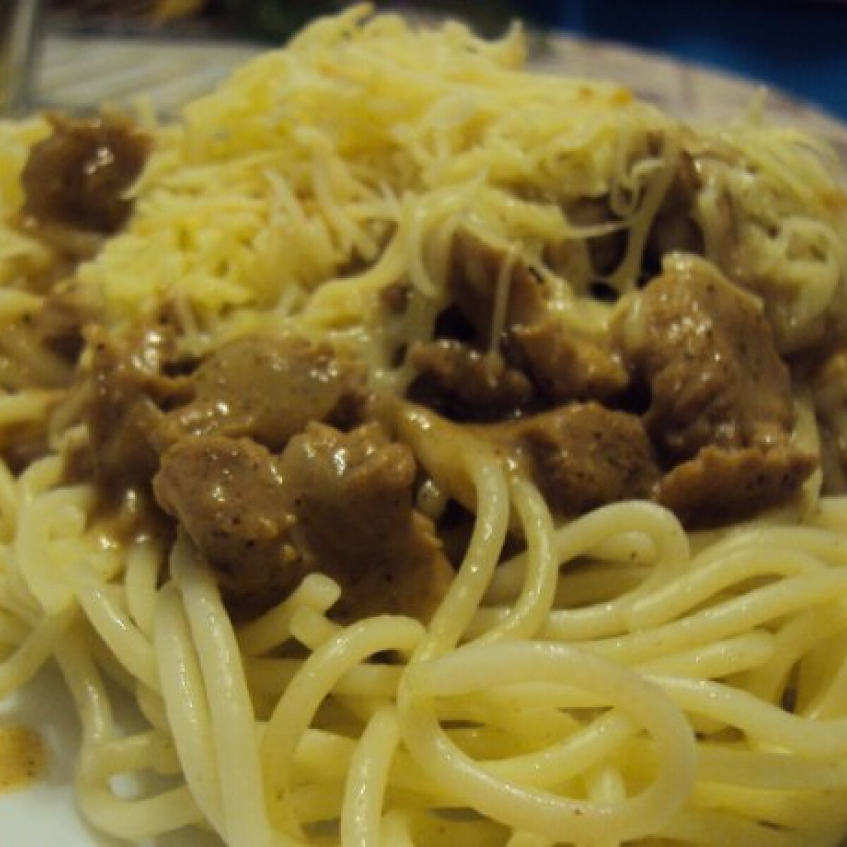 Ezen a képen: Majorannás csirke spagettivel