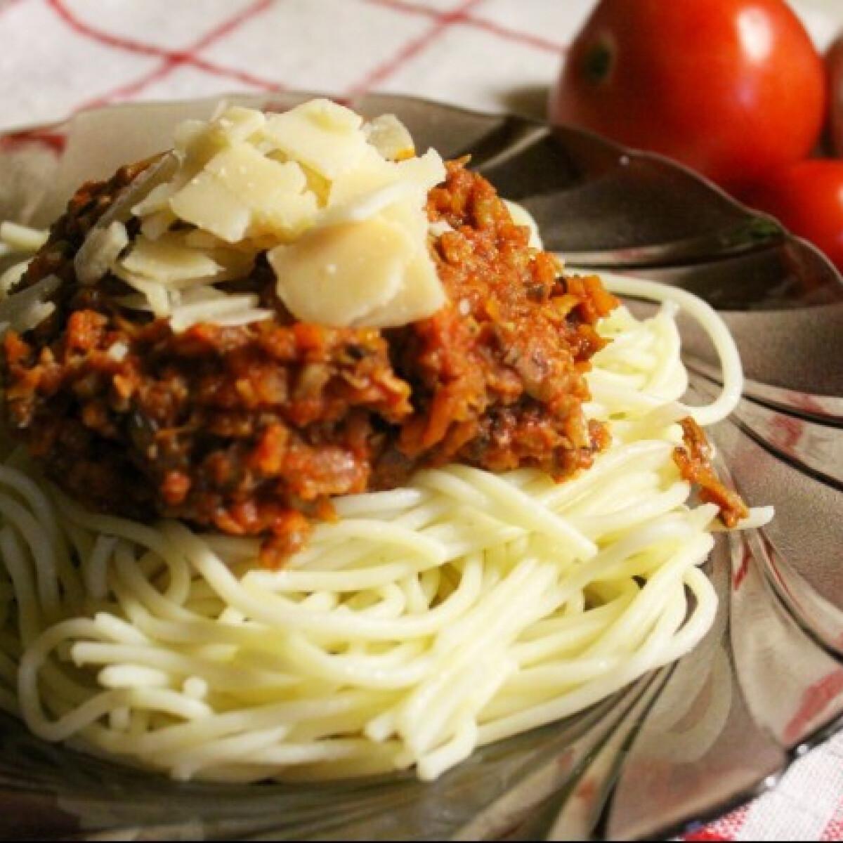 Ezen a képen: Vegetáriánus bolognai spagetti