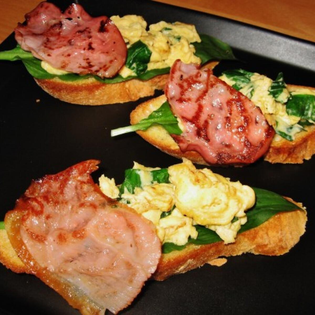 Medvehagymás-tojásos crostini