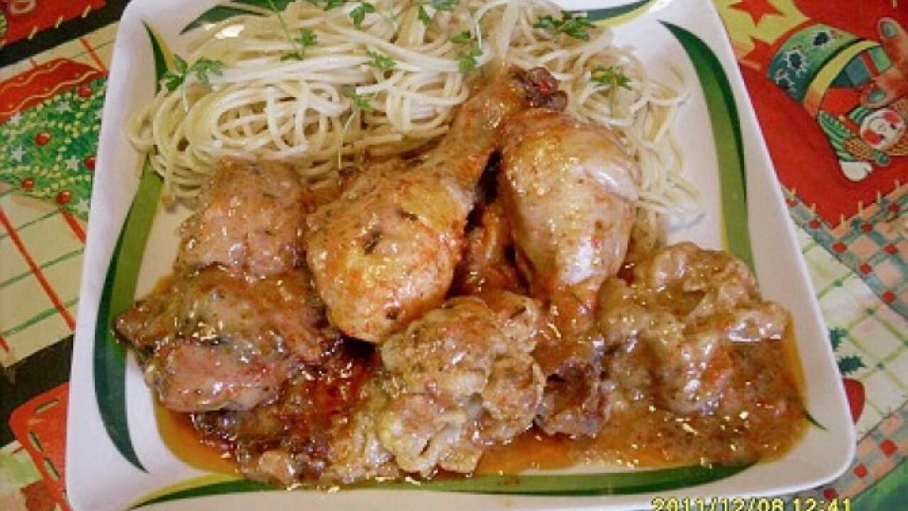 Fűszeres karfiolos csirkecomb spagettivel