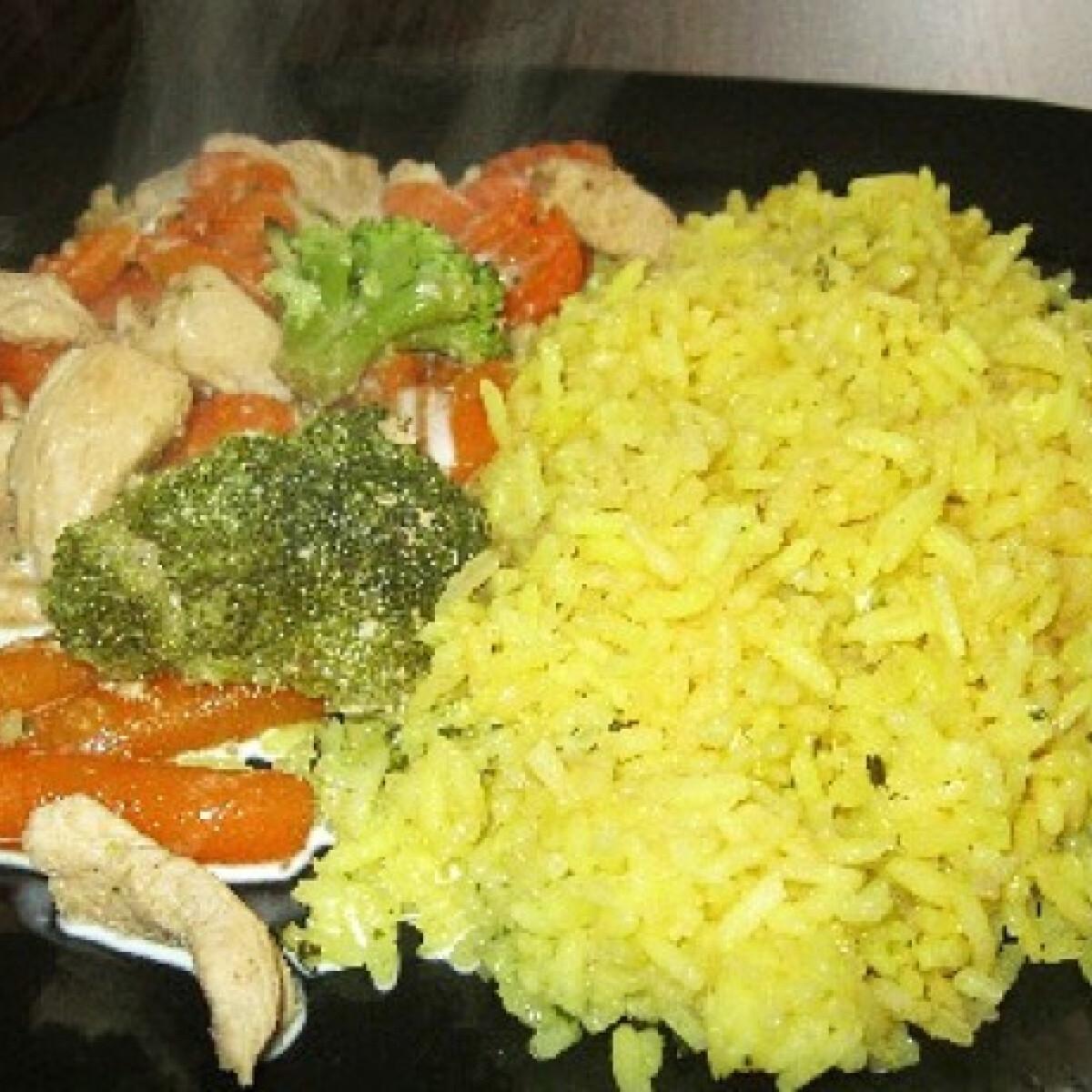 Tejszínes-zöldséges csirkemell curry-s rizzsel