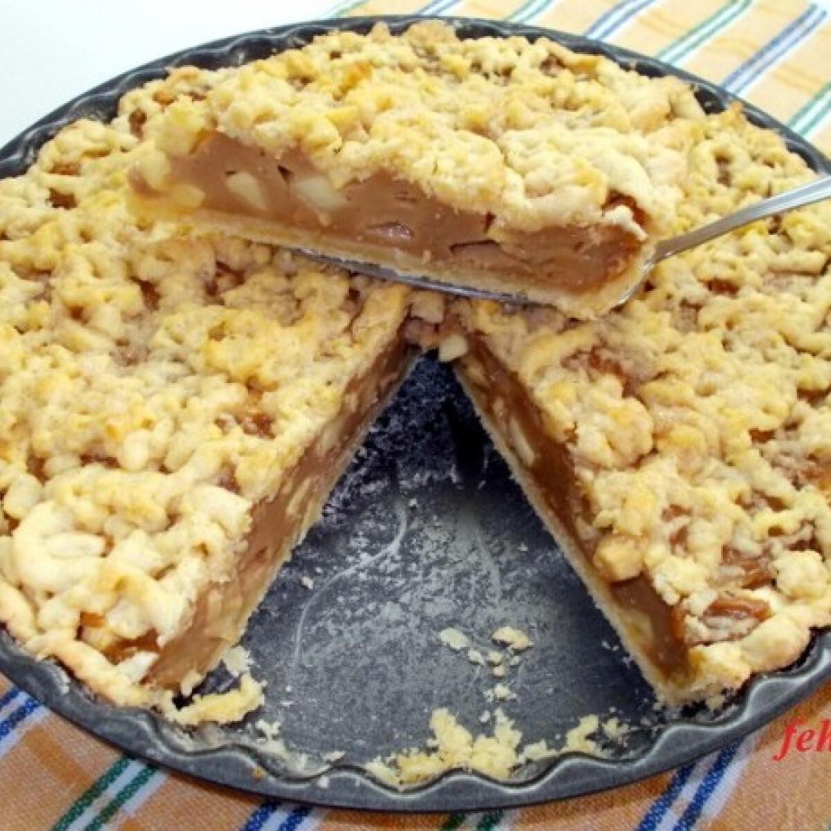 Ezen a képen: Almás-pudingos pite