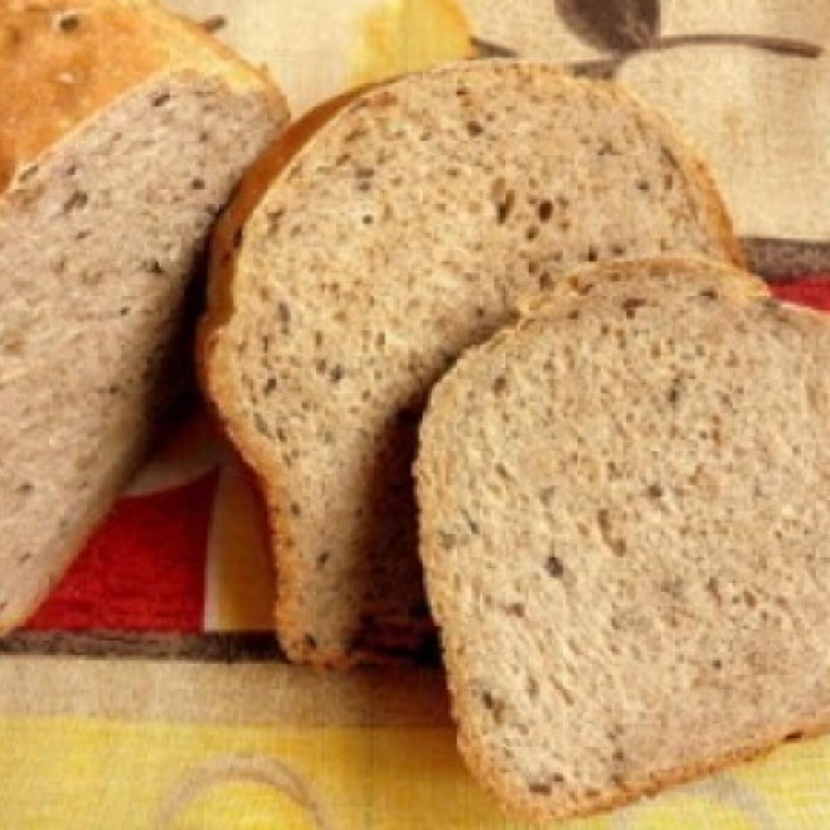 Ezen a képen: Három magos kenyér 4. - géppel