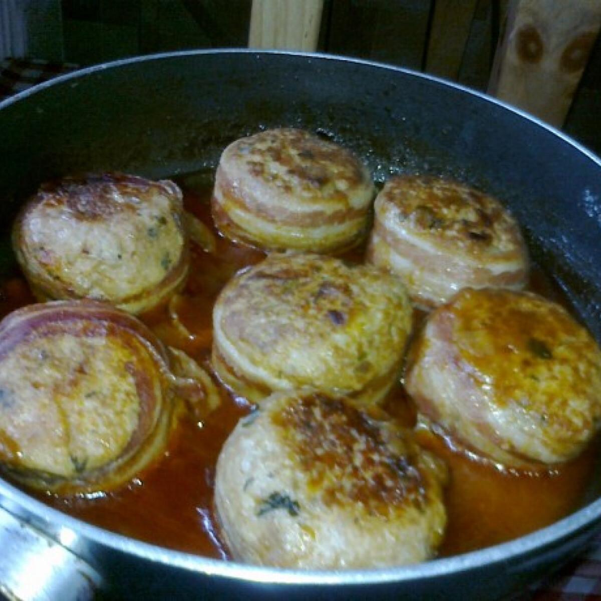 Szaftos fasírt baconben