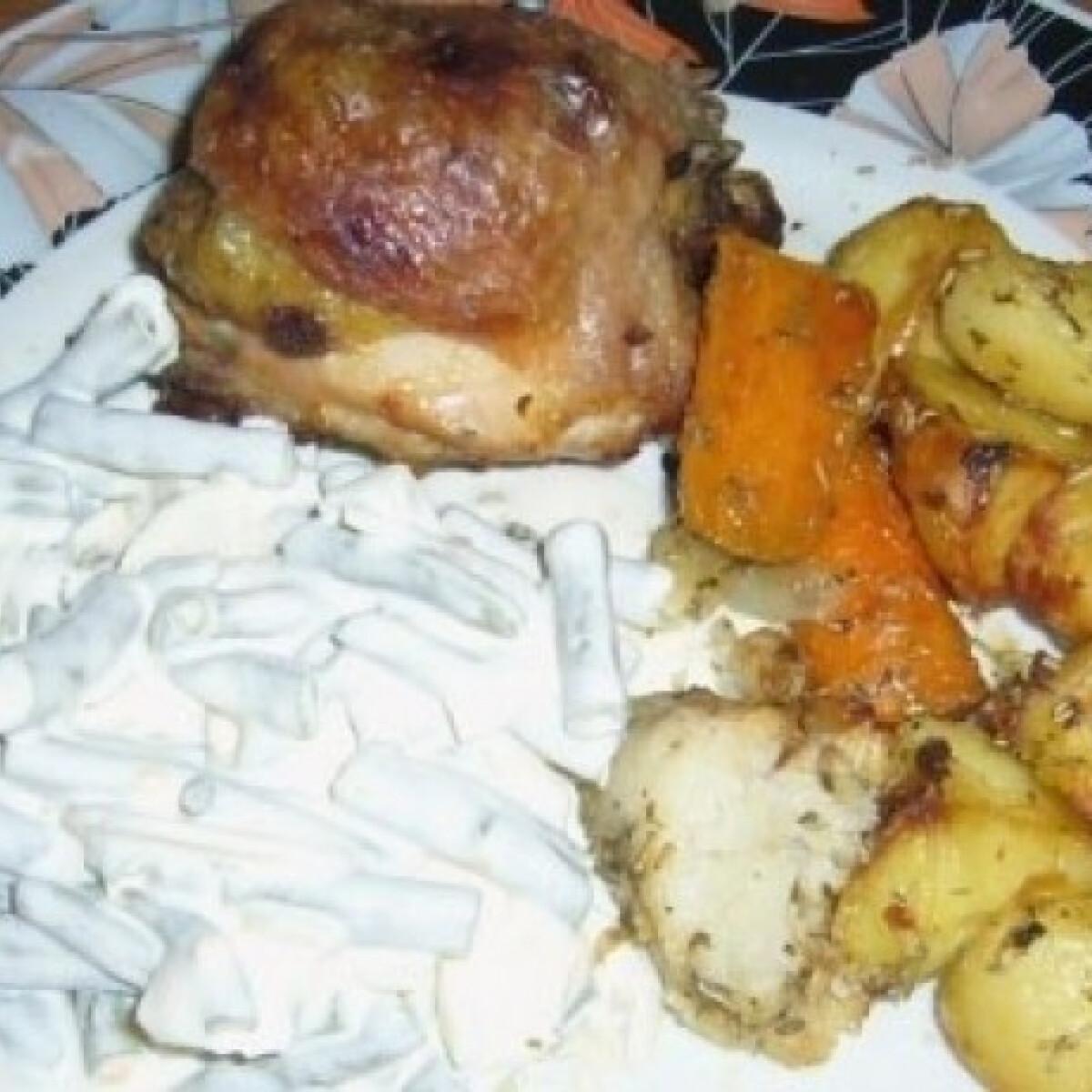 Ezen a képen: Töltött-sült csirkecomb