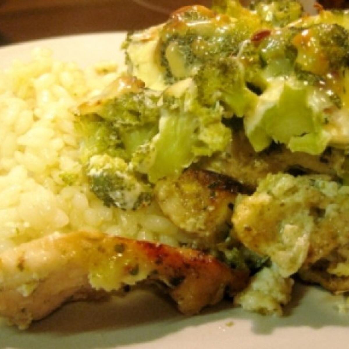 Ezen a képen: Brokkolis csirkemell