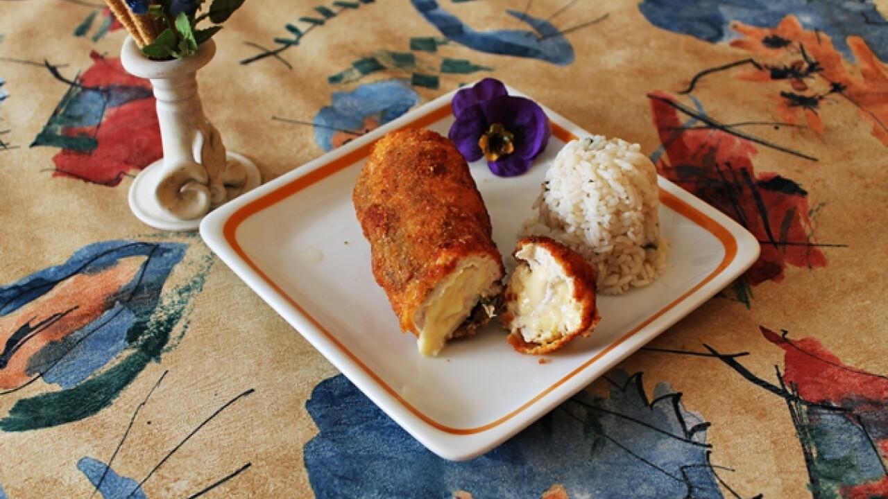 Ropogós bundában sült karaj sajttal töltve