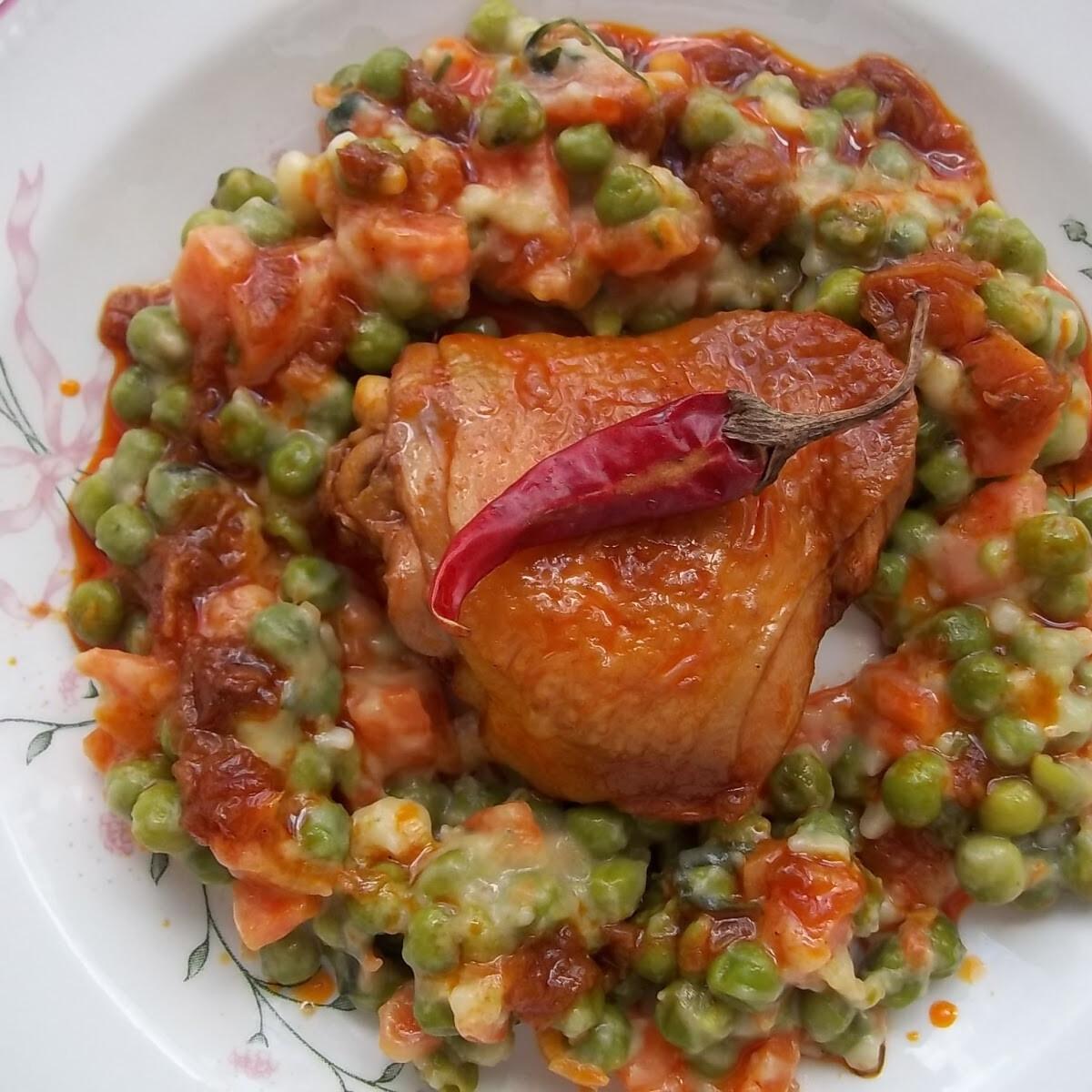 Ezen a képen: Vörösboros paprikás csirke finomfőzelékkel