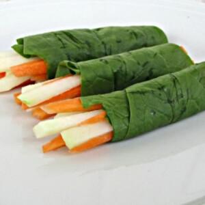 Nyers zöldségtekercs karalábéval