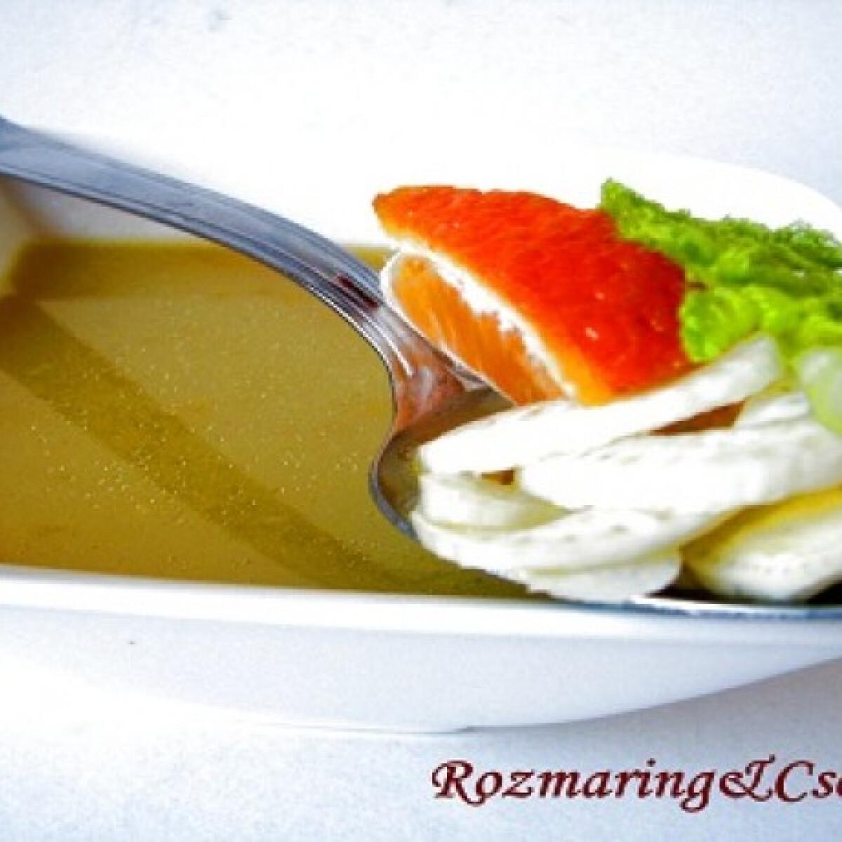 Ezen a képen: Édeskömény krémleves mandarinnal