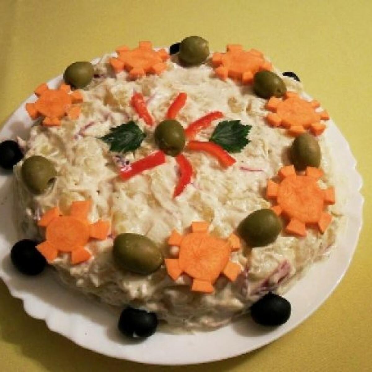 Ezen a képen: Majonézes-kefires burgonyasaláta