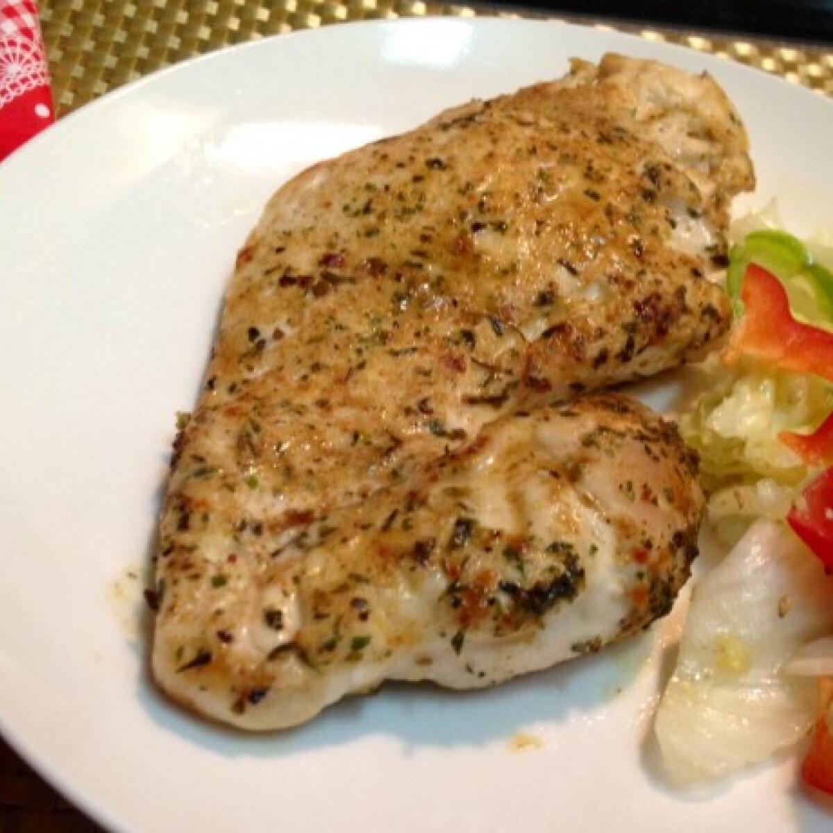 Ezen a képen: Fűszeres csirkemell pecsenye
