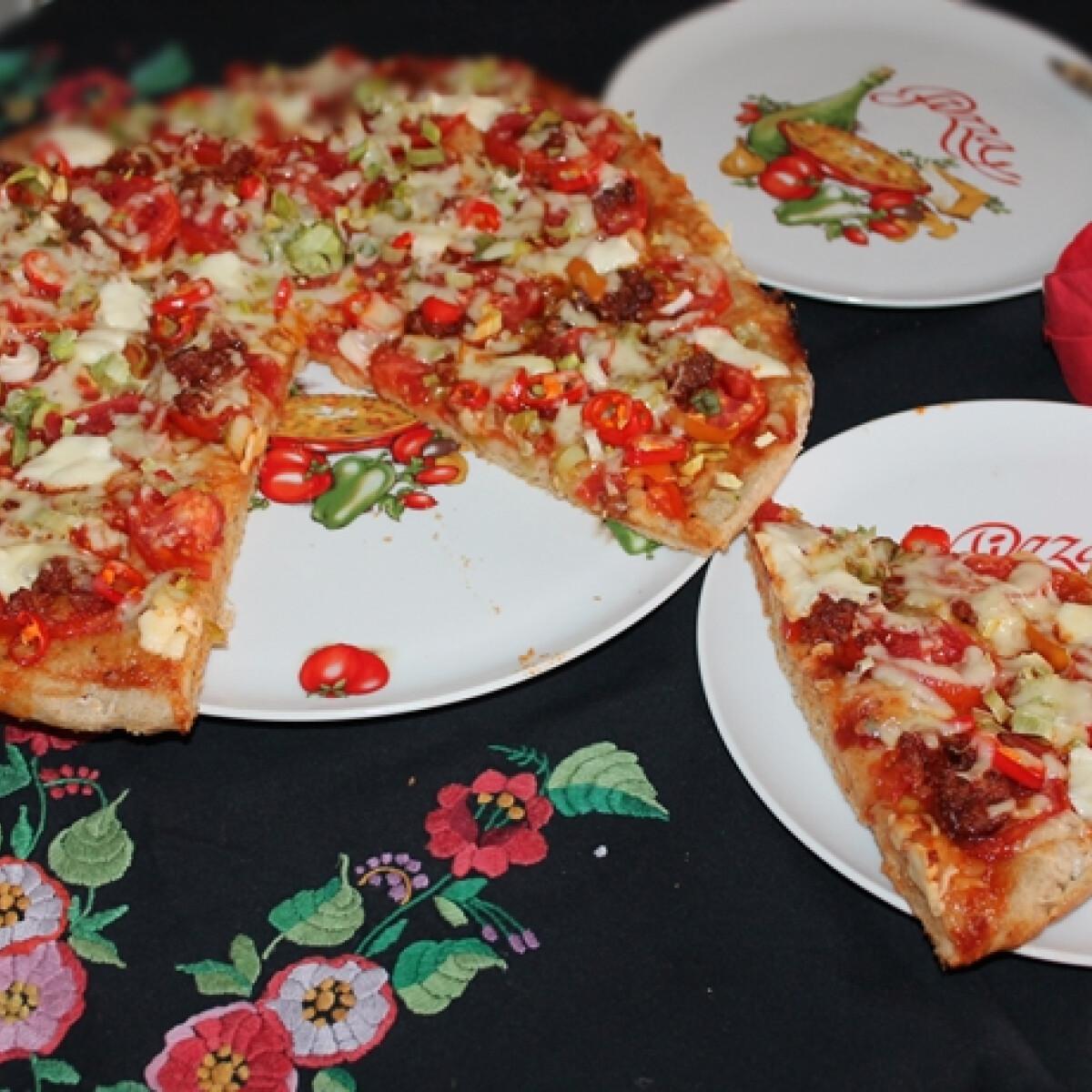 Ezen a képen: Paradicsomos pizza