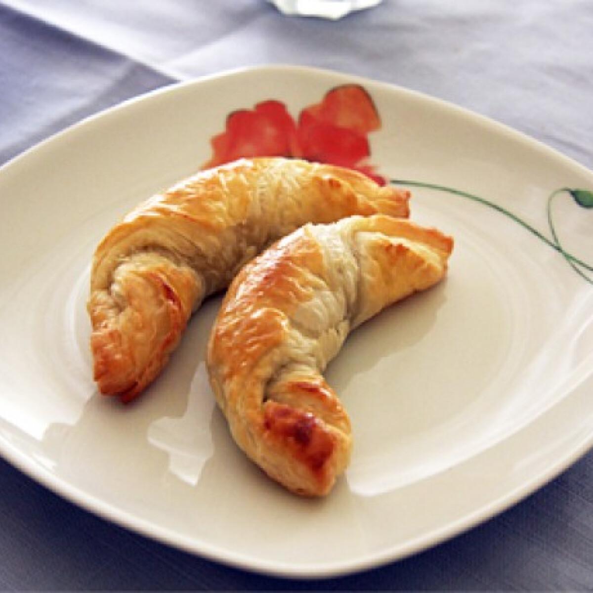 Ezen a képen: Egyszerű nutellás croissant