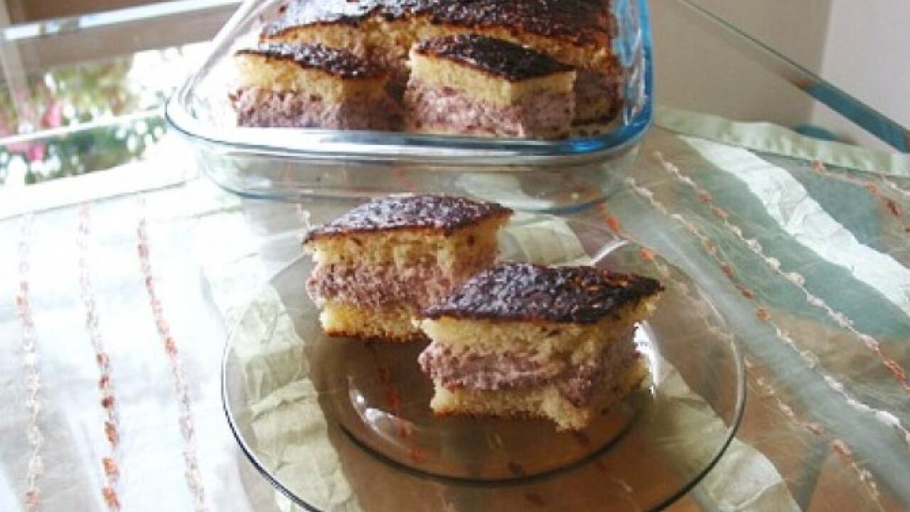 Bögrés gesztenyekrémes-meggyes süti