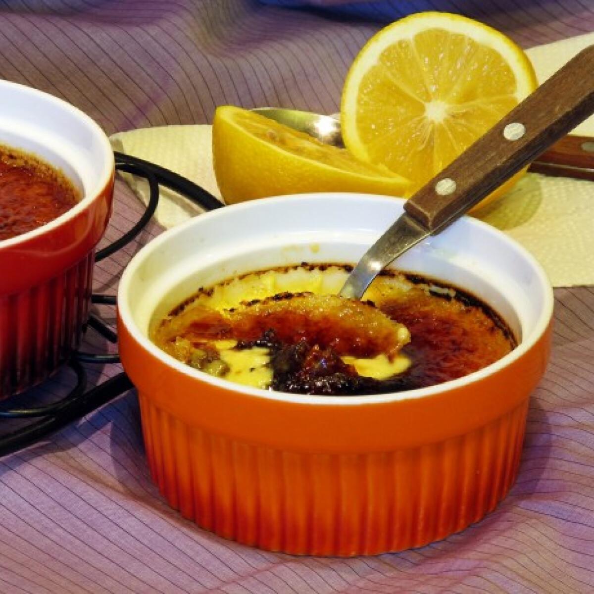 Ezen a képen: Citromos crème brûlée