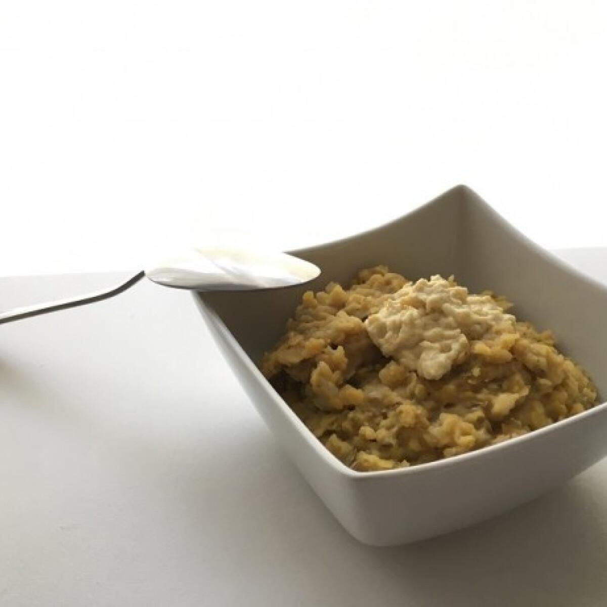 Ezen a képen: Vöröslencse-főzelék mustáros sajtmártással