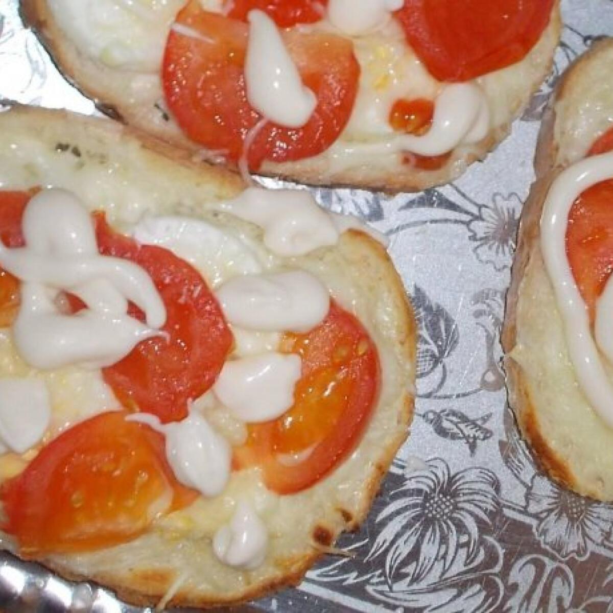Ezen a képen: Duplasajtos sült szendvics