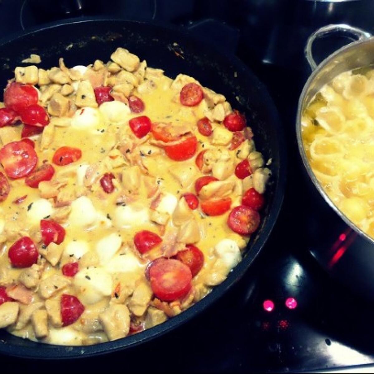 Ezen a képen: Csirkés-paradicsomos gnocchi