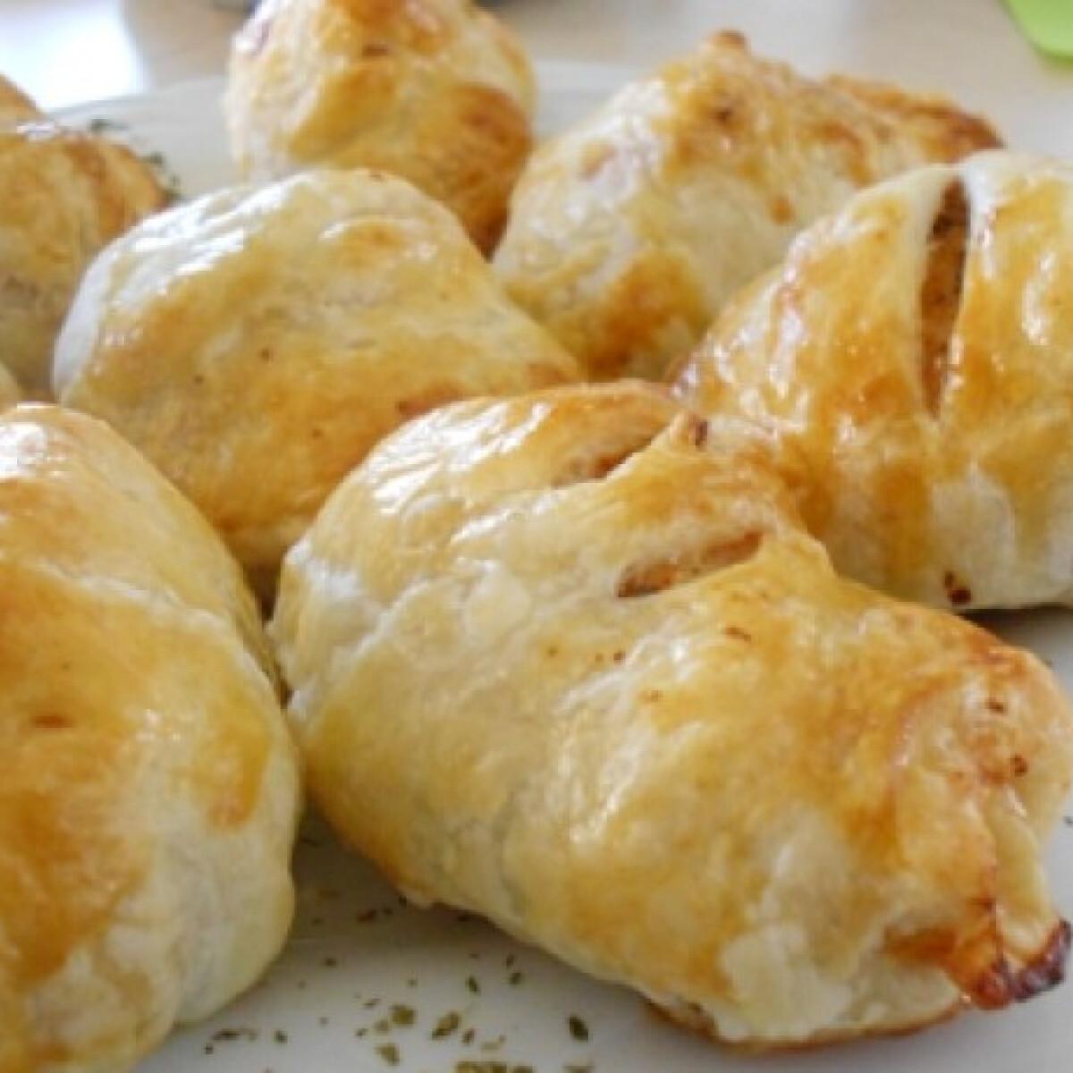 Ezen a képen: Göngyölt csirkemell leveles tésztában