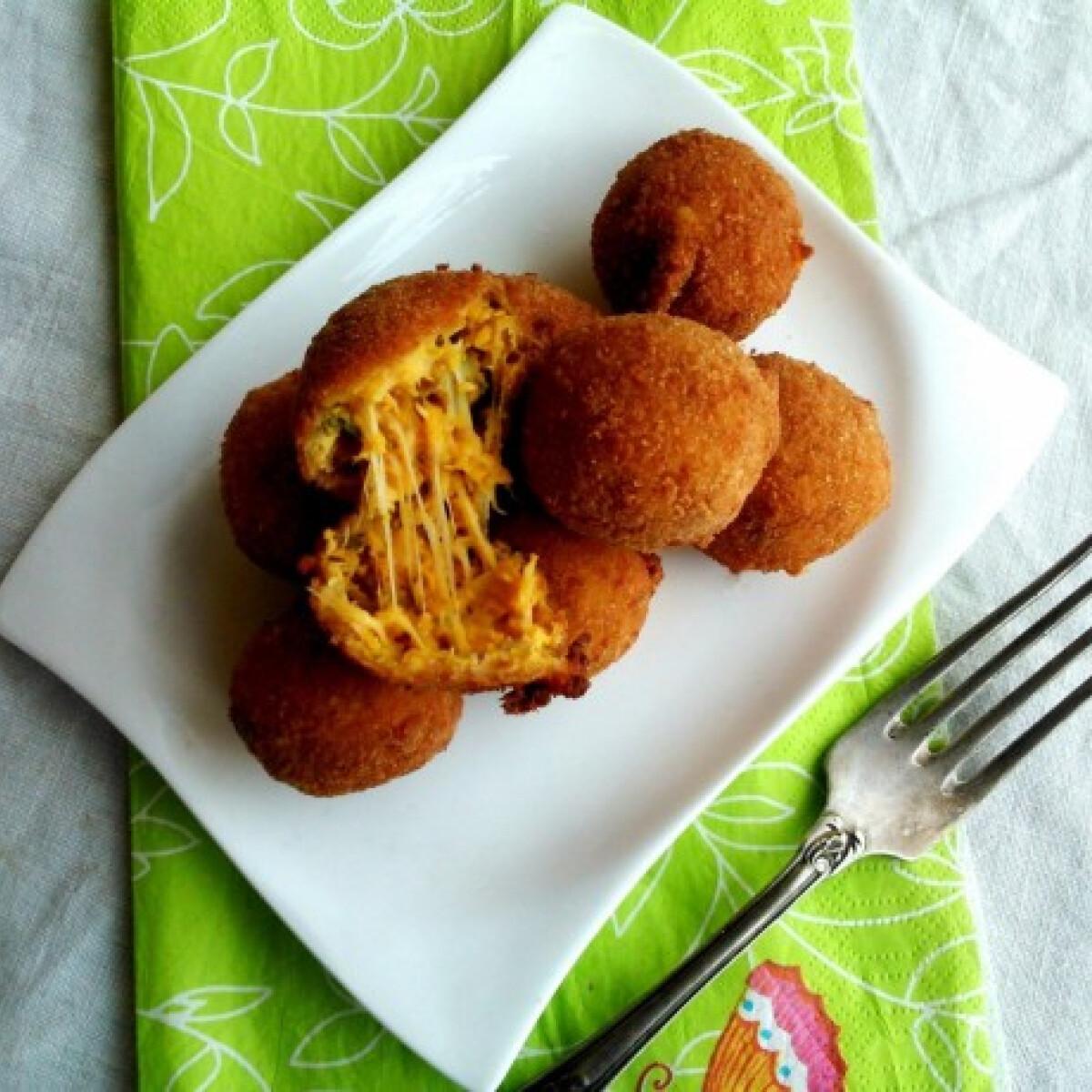 Ezen a képen: Sütőtökös-kakukkfüves sajtgolyó tökmaggal