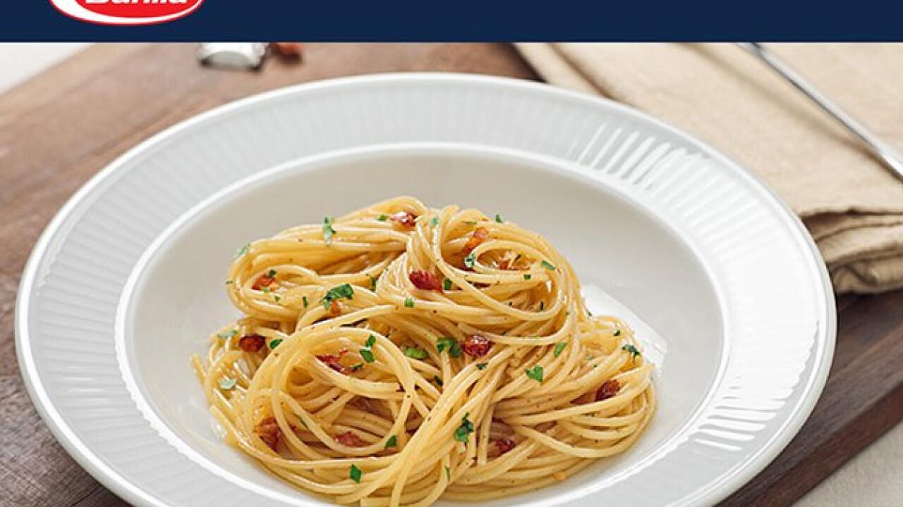 Spagetti fokhagymával olívaolajjal és chili paprikával