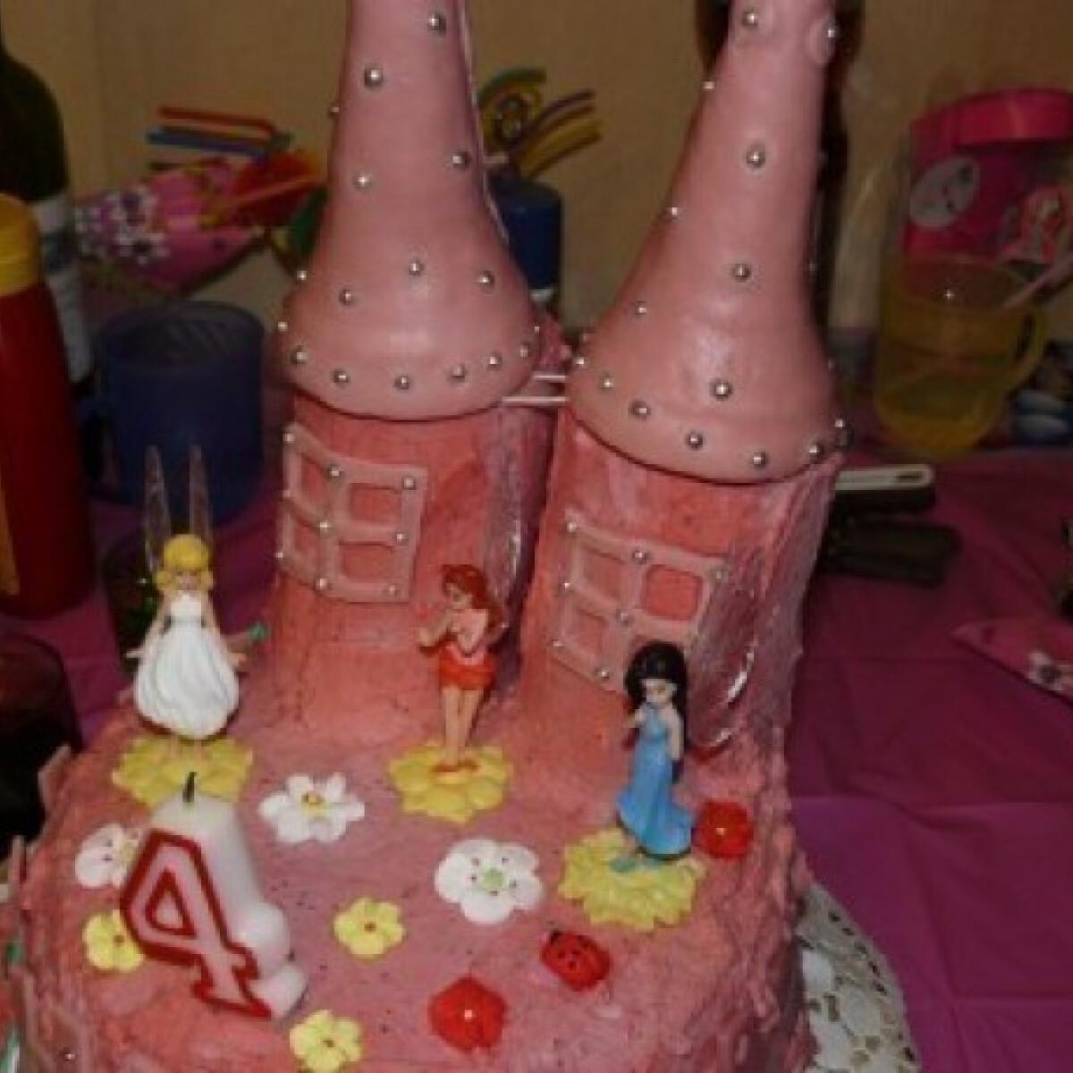Ezen a képen: Kastélytorta hercegnőknek