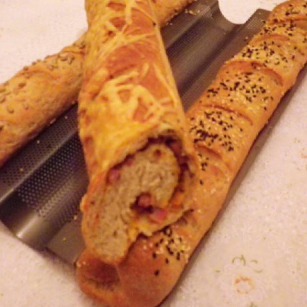 Ezen a képen: Pizzás és magos baguette