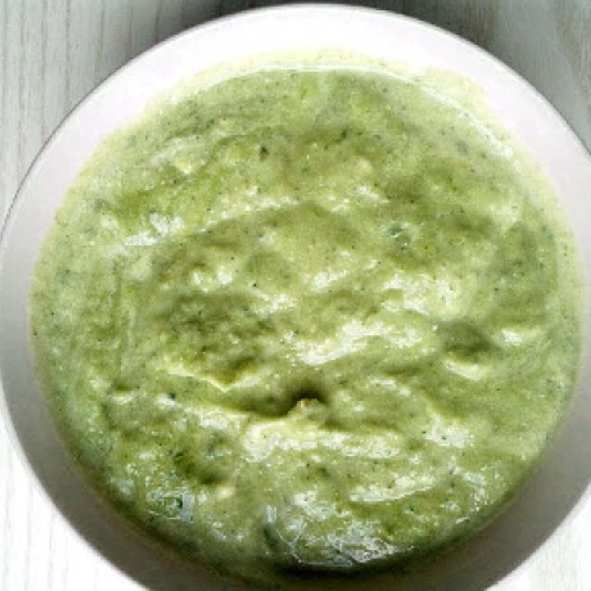 Ezen a képen: Brokkolis-joghurtos mártogató