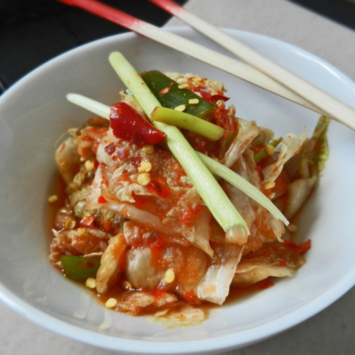 Ezen a képen: Koreai kimchi – káposztasaláta