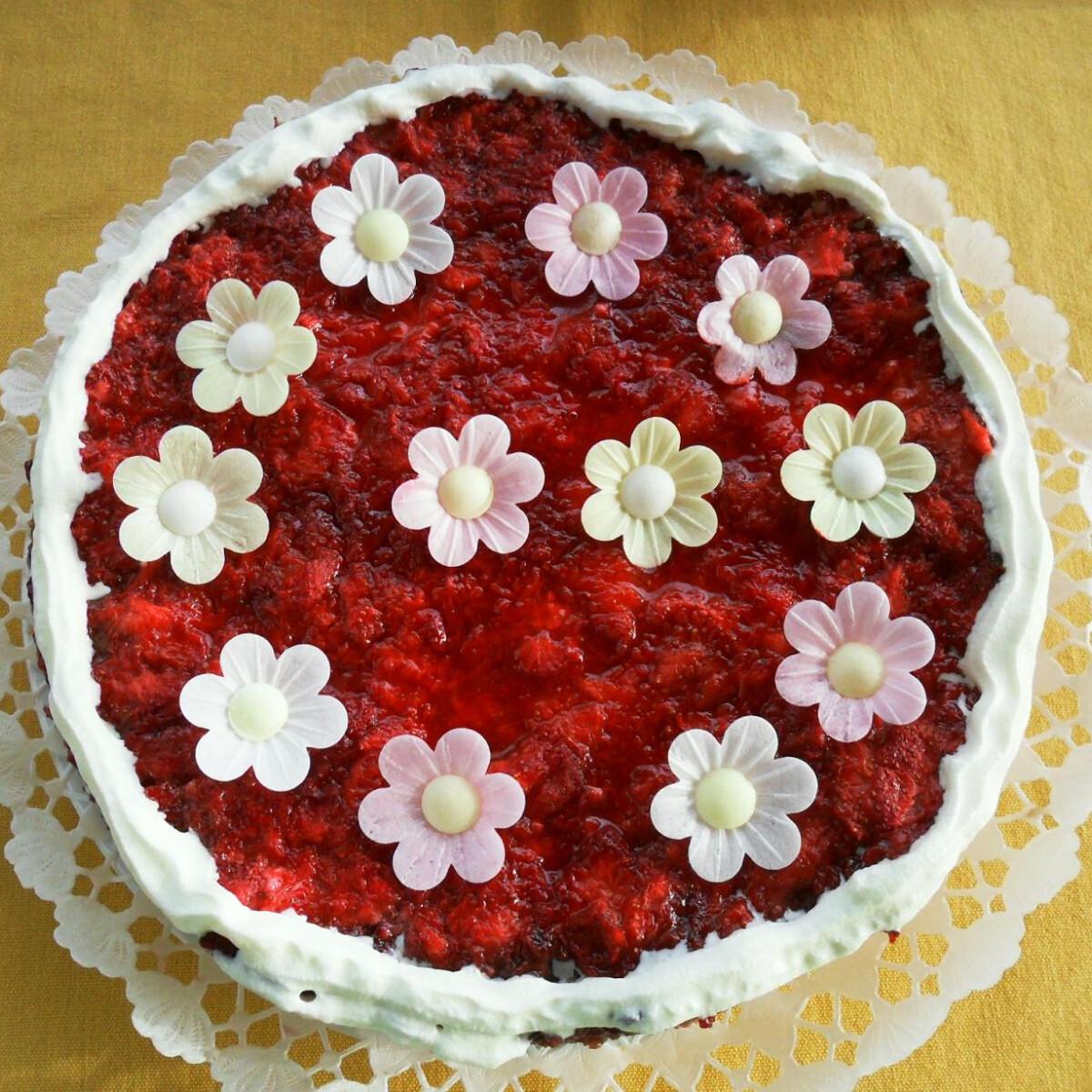 Ezen a képen: Epres-túrós torta Salamon Csillától