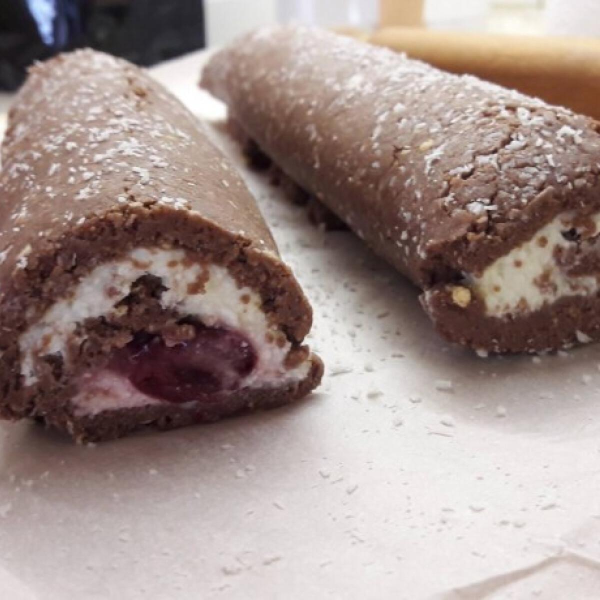 Ezen a képen: Cukormentes keksztekercs proteines meggyes túrókrémmel