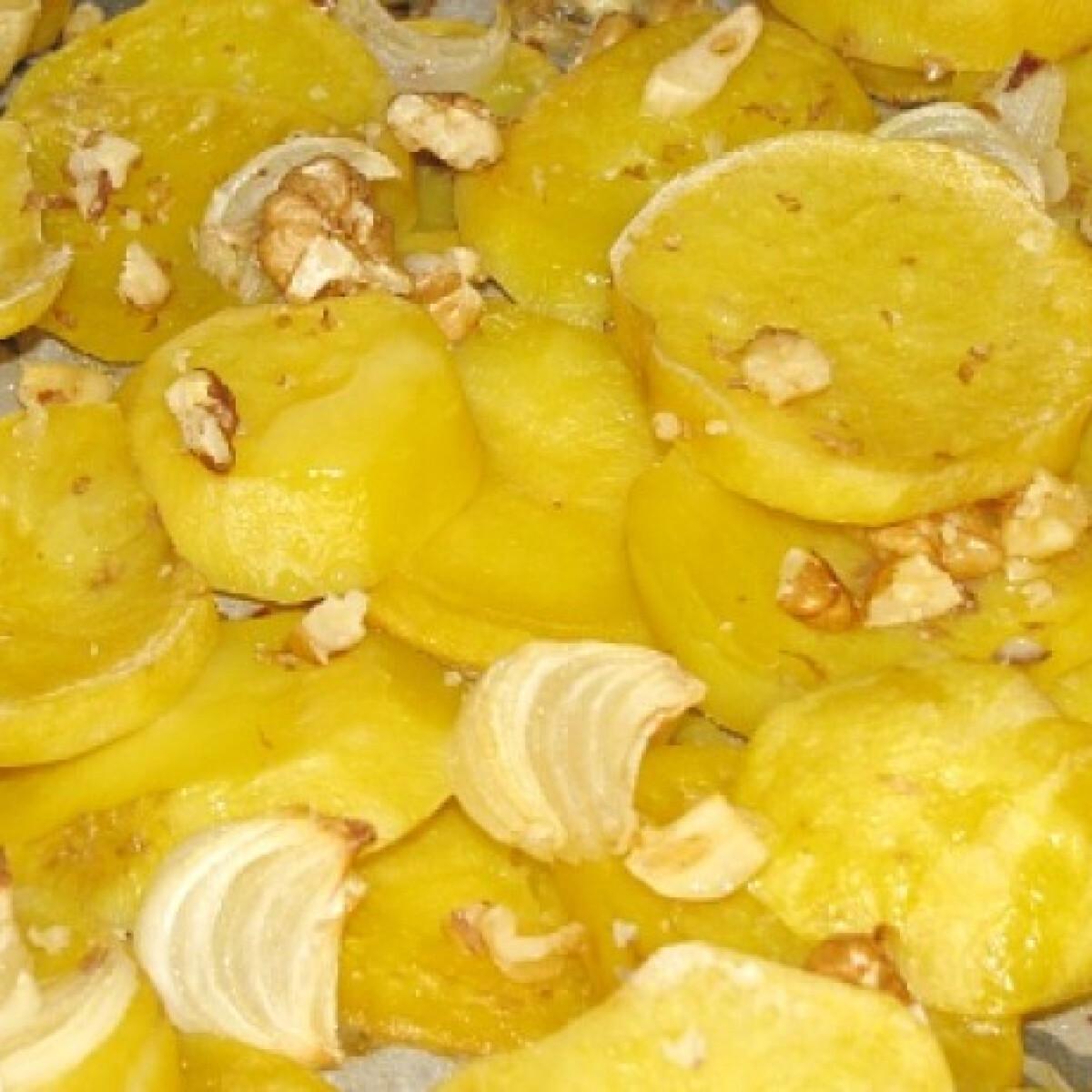 Ezen a képen: Diós-hagymás sült burgonya