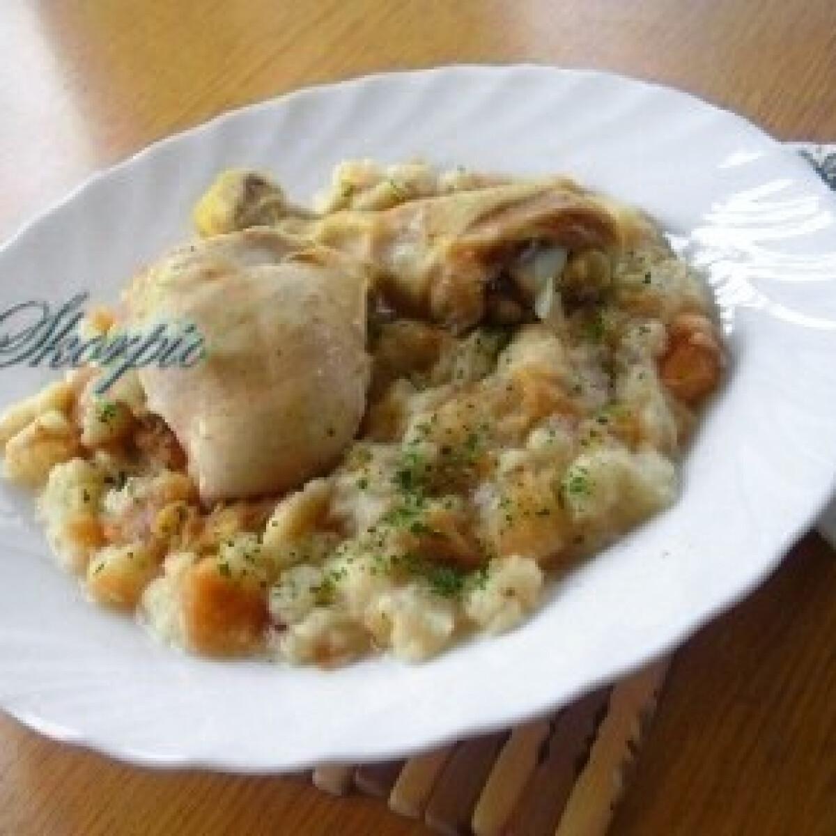 Ezen a képen: Zsemlemártás csirkehússal