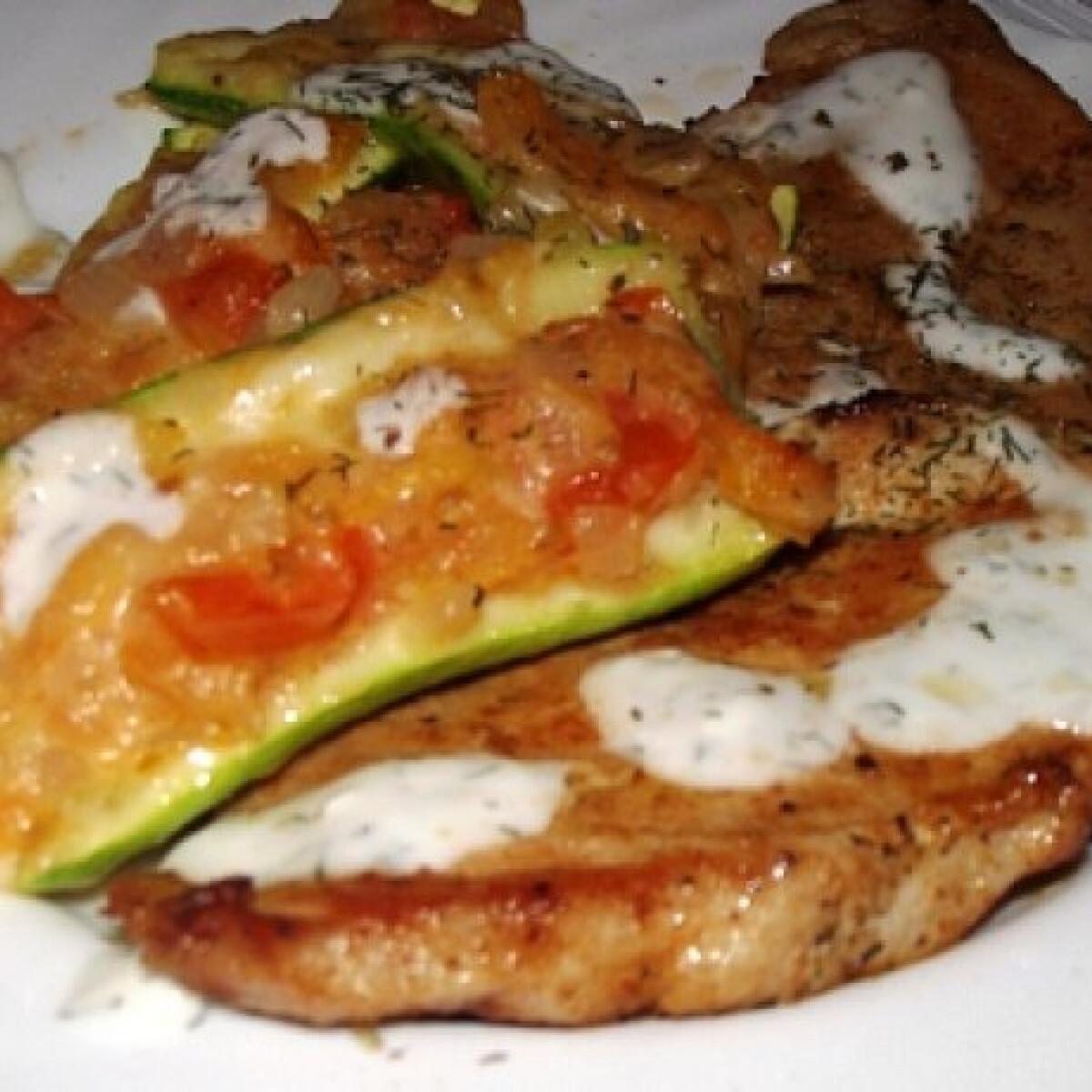 Ezen a képen: Olaszos cukkini grillcsirkével