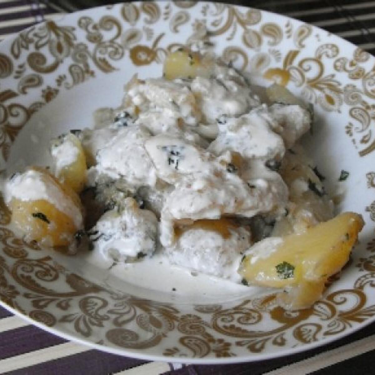 Ezen a képen: Wokos újkrumpli kéksajtos mártással