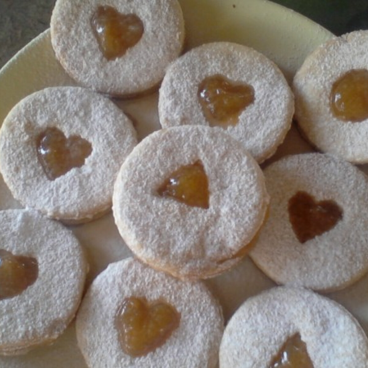 Ezen a képen: Linzerkarikák Sütitől