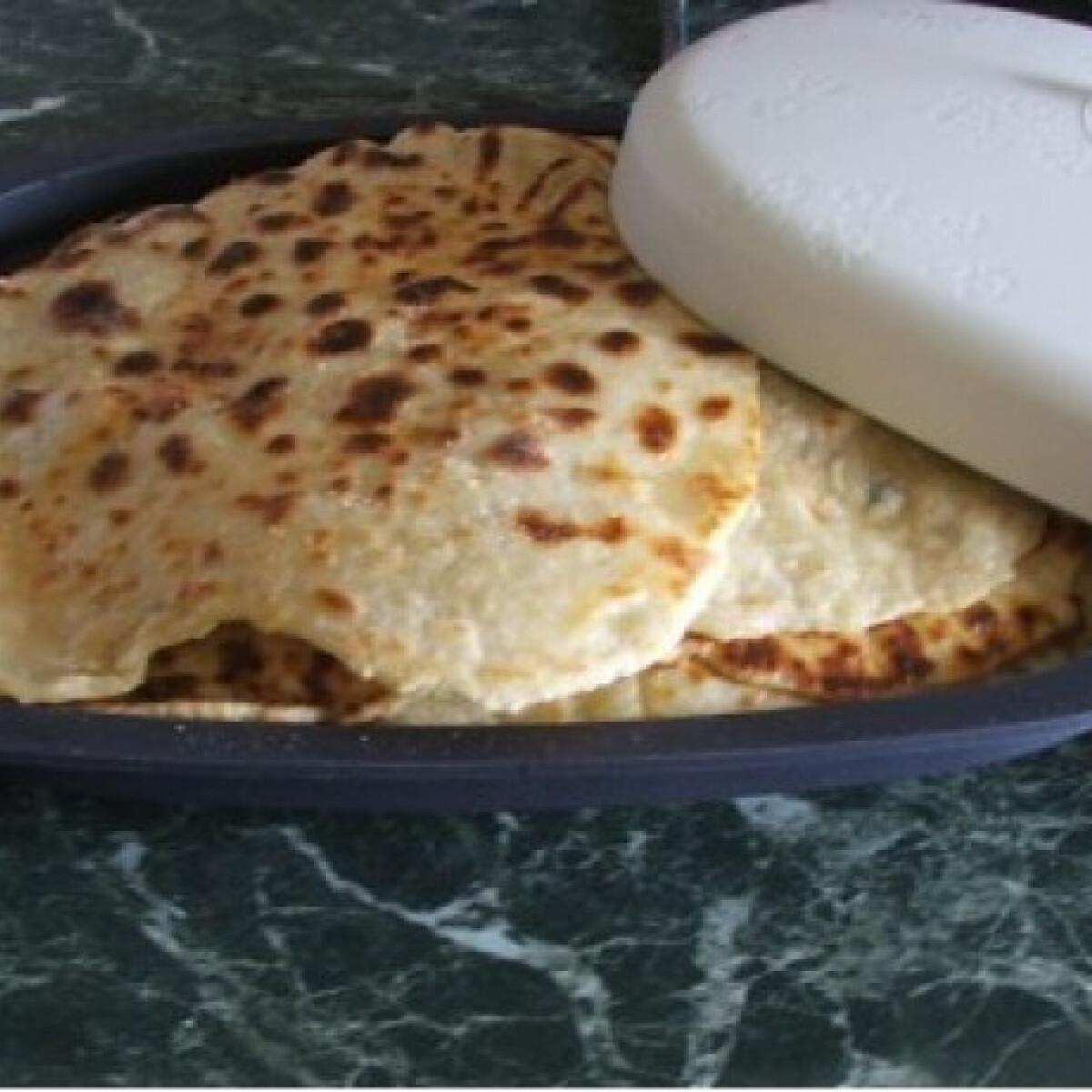 Ezen a képen: Laska - palóc krumplilángos