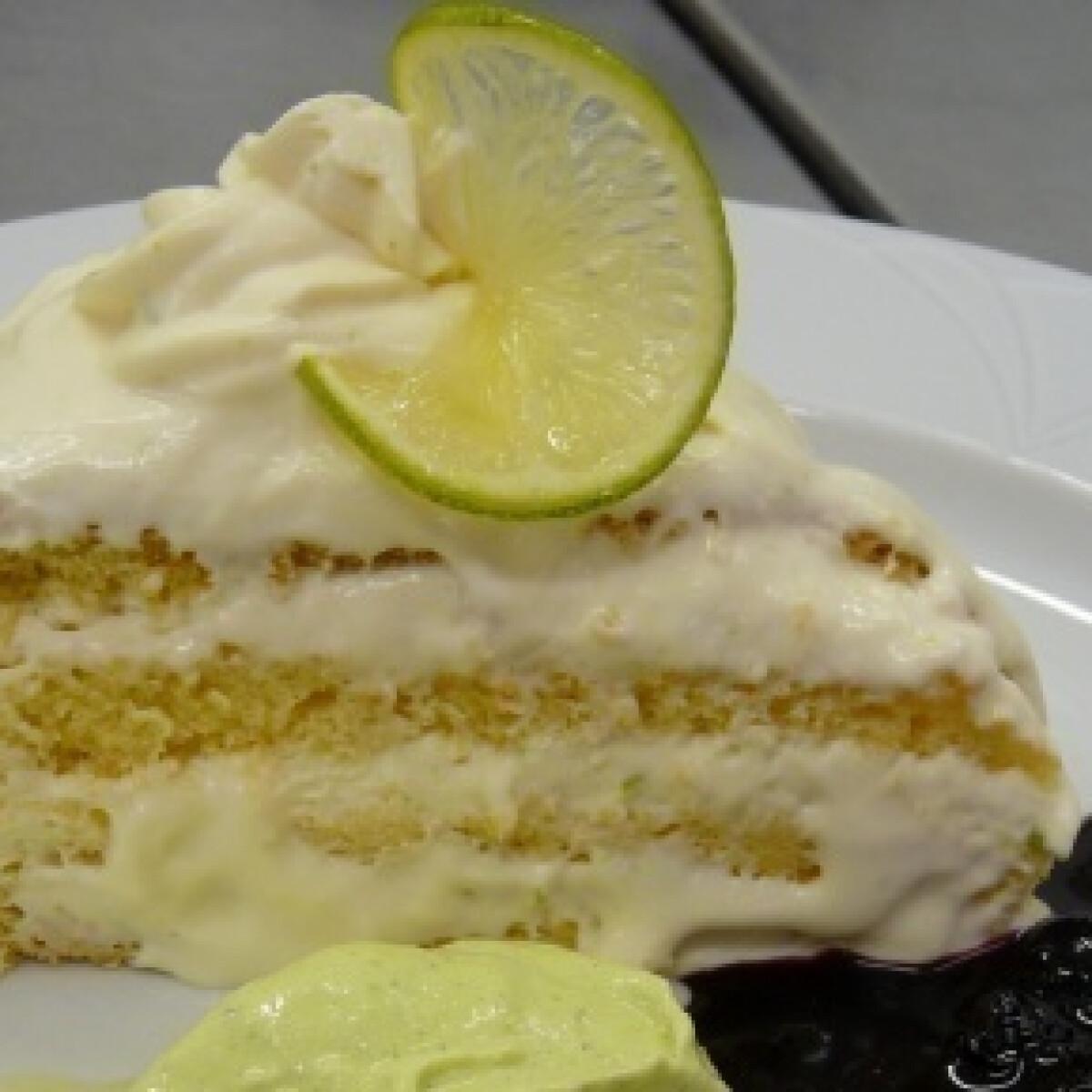 Ezen a képen: Limoncello torta friss áfonya-öntettel