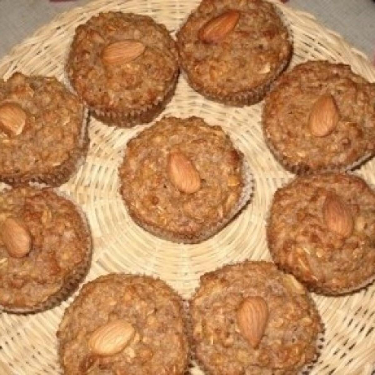 Ezen a képen: Almás-diós muffin