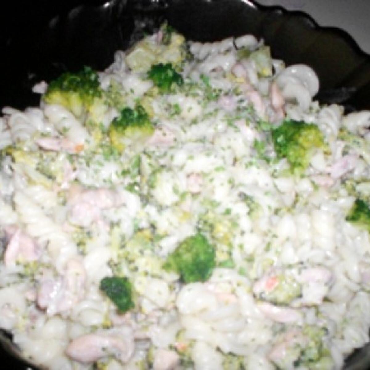 Csirkés-brokkolis tészta
