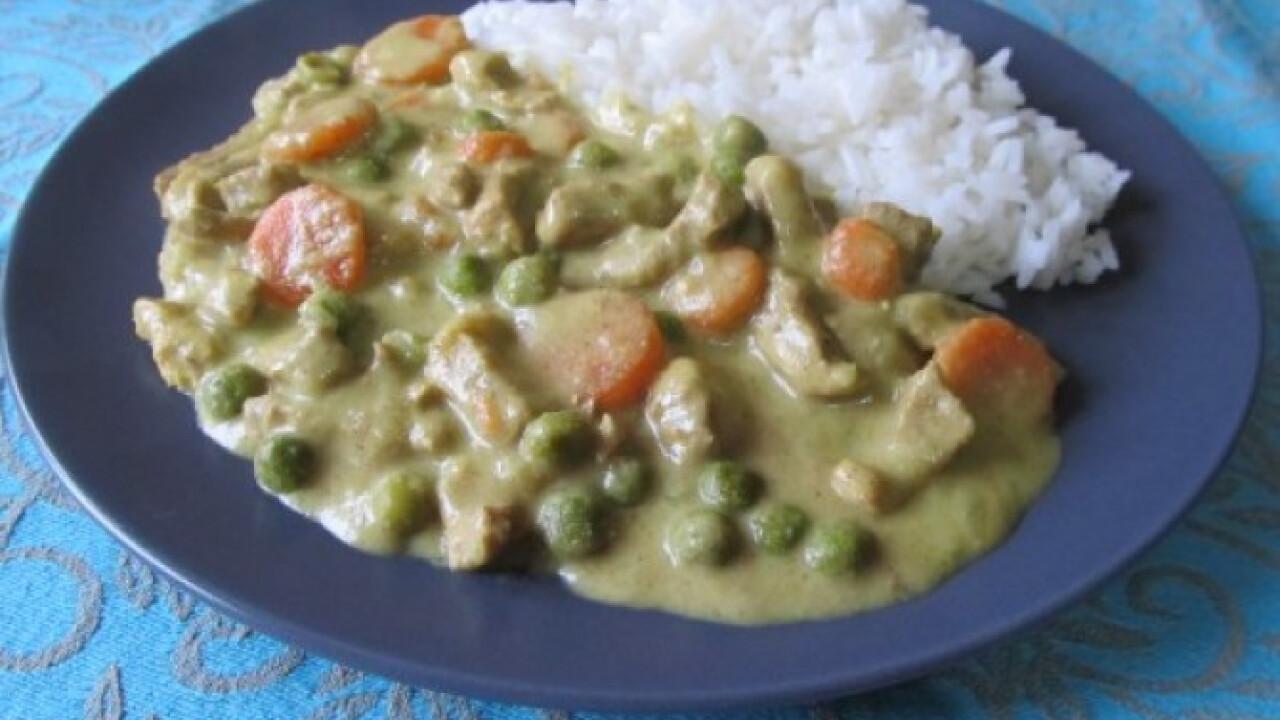 Curry-s sertéscomb jázmin rizzsel