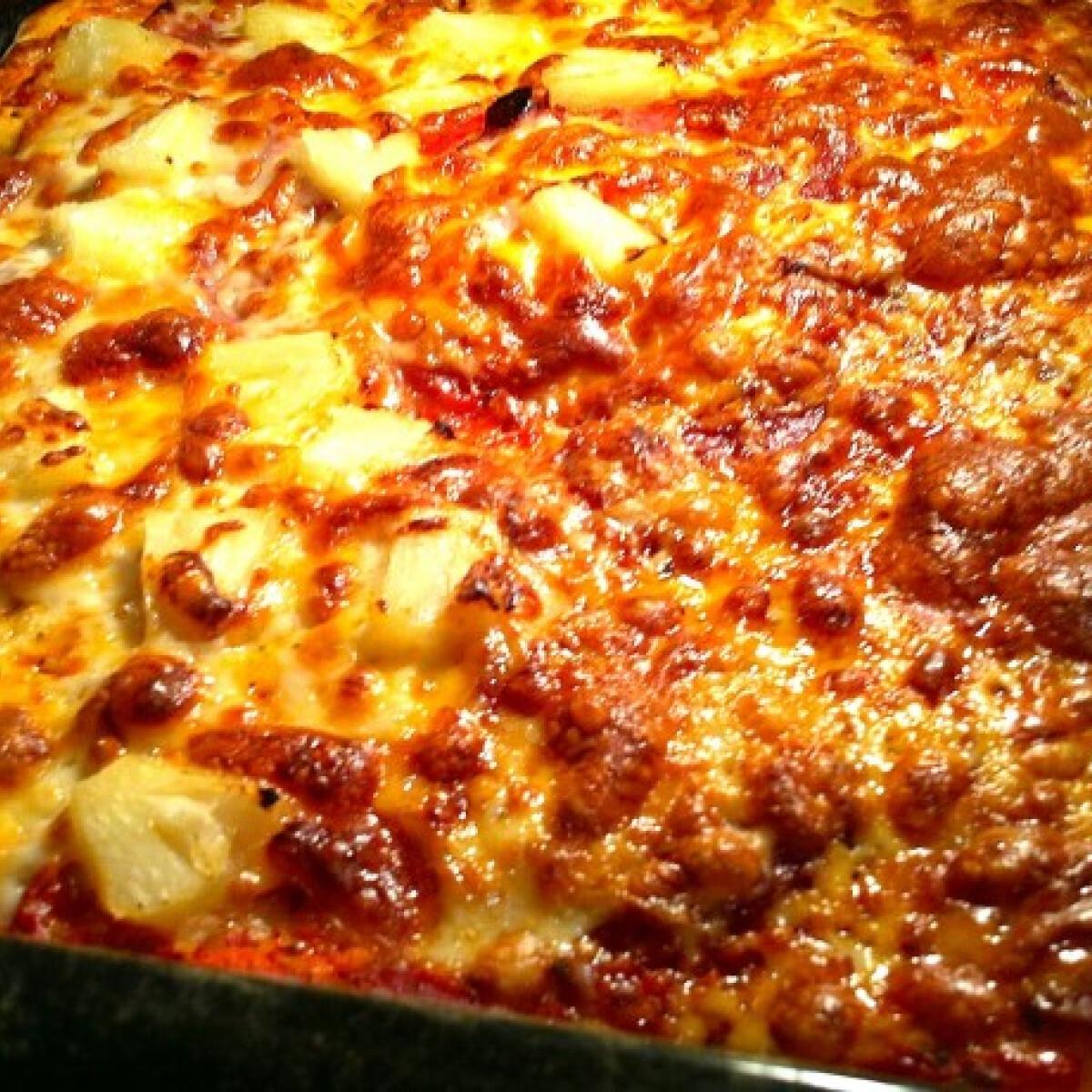 Ezen a képen: Vegyes házi pizza