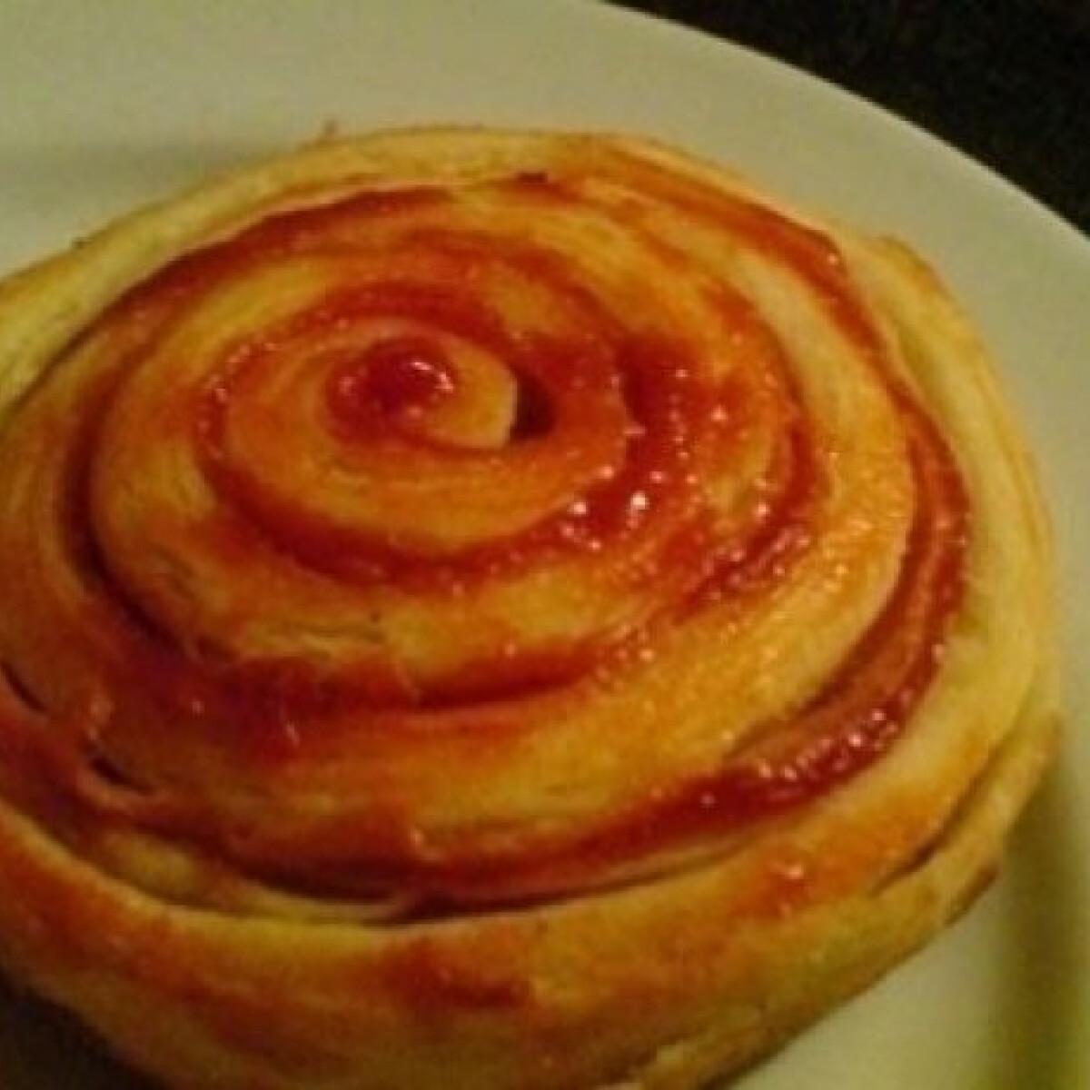 Ezen a képen: Pizzás csiga házi levelestésztából (Pizzás csiga 2.)