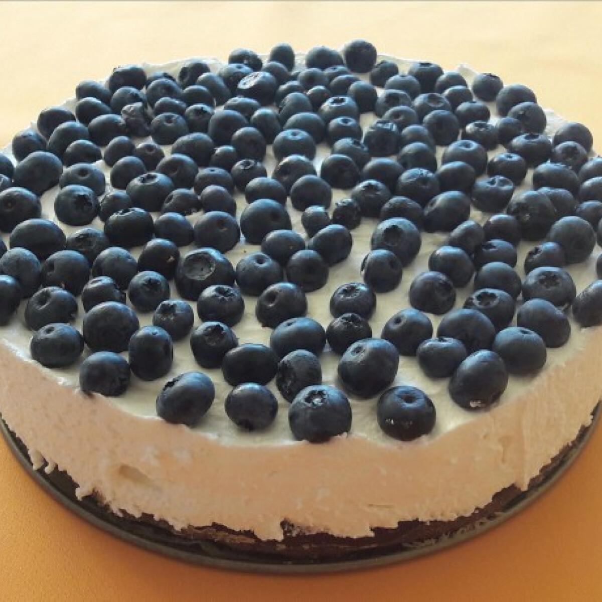 Áfonyás-mascarponés brownie-torta