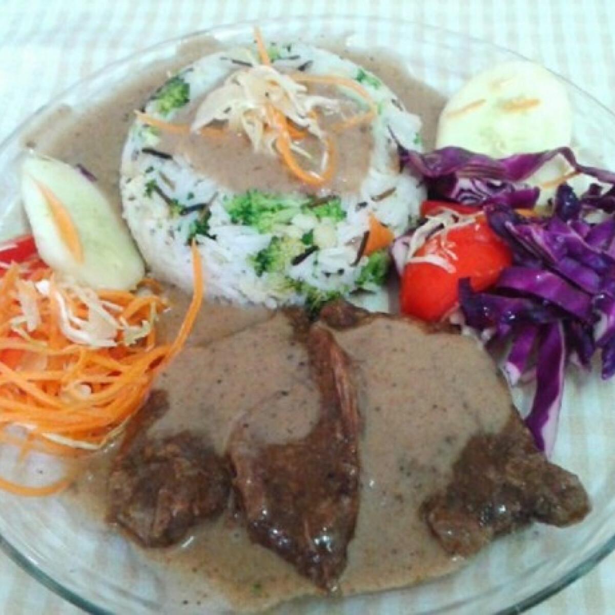 Ezen a képen: Vörösboros szószos sütőben sült marhahús