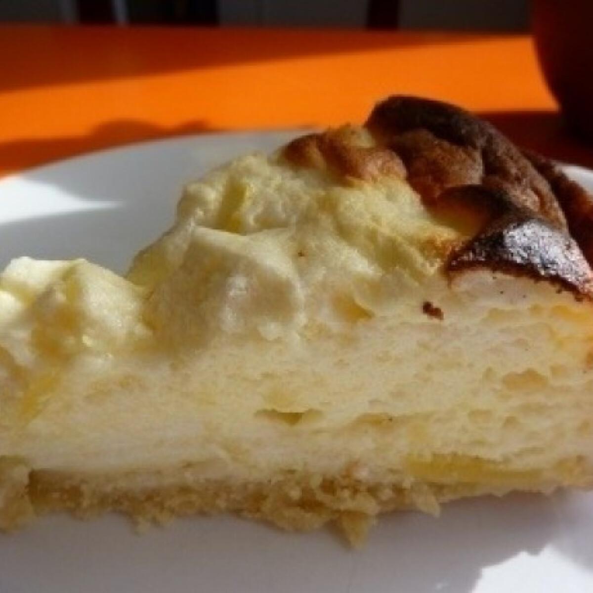 Ezen a képen: Túrófelfújt-torta