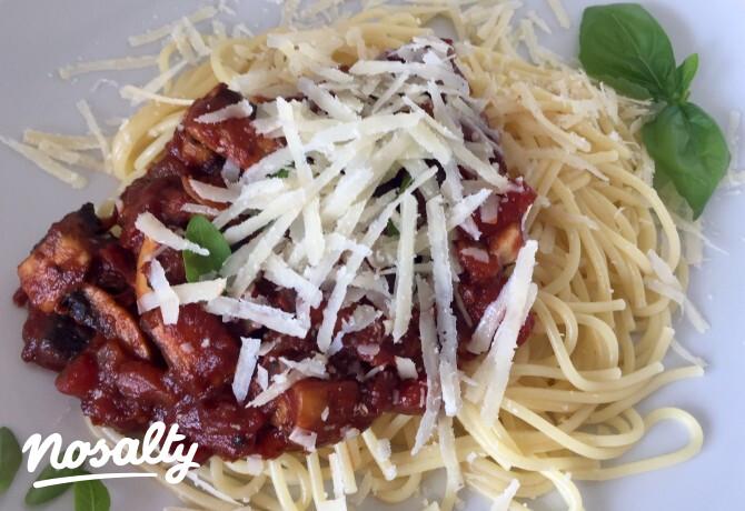 Ezen a képen: Spagetti gombás-paradicsomos szósszal